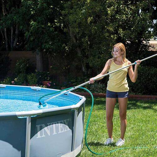 прибор за чистење на базен